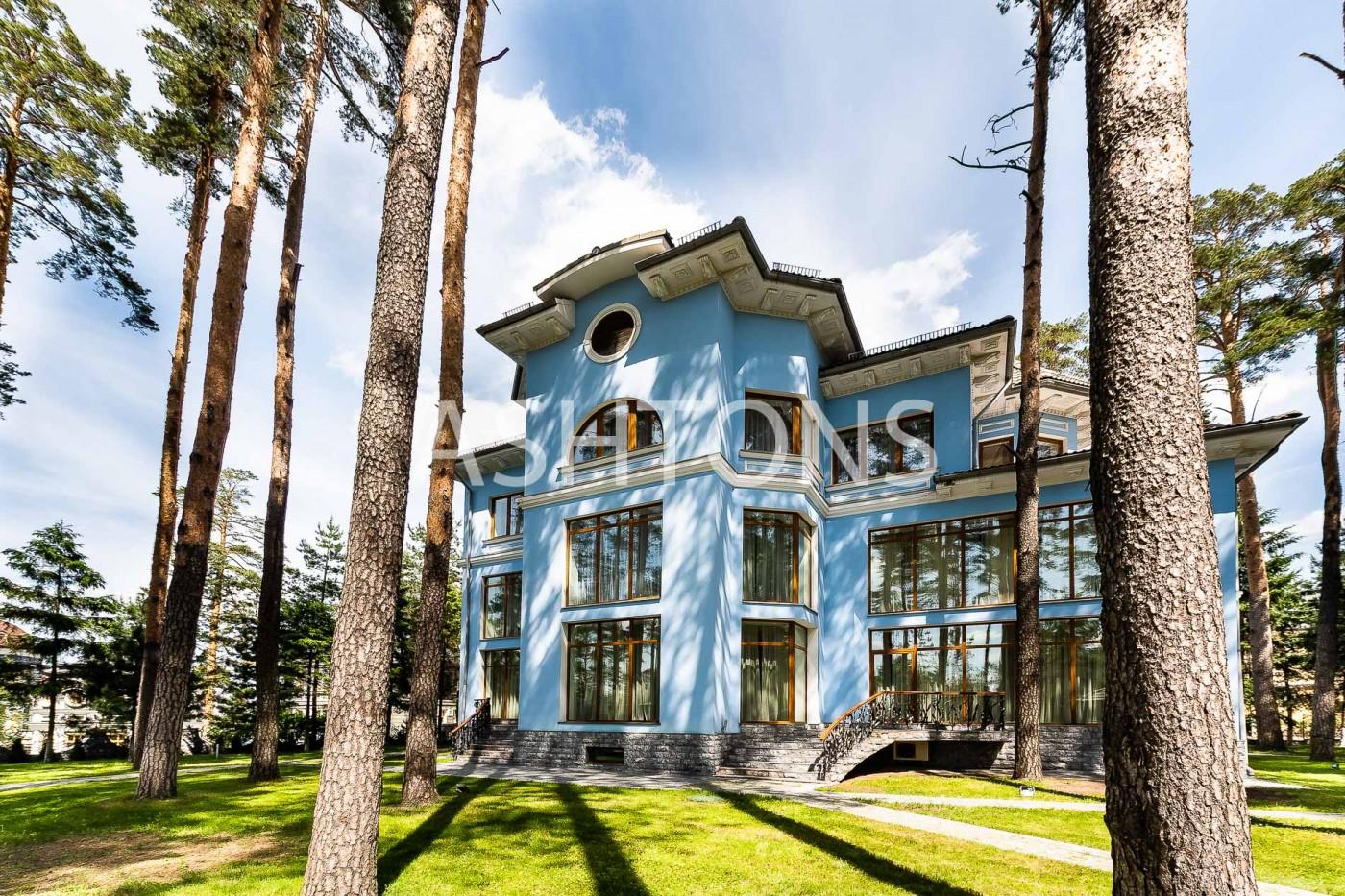 Элитный загородный дом в коттеджном поселке Екатериновка по Рублевскому шоссе от Ashtons International Realty
