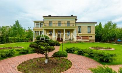 Продажа загородного дома в коттеджном поселке Монолит